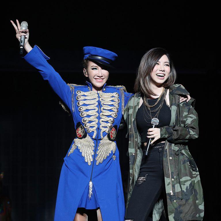 鄧紫棋也跟許多優秀的歌手合作、互相站台。