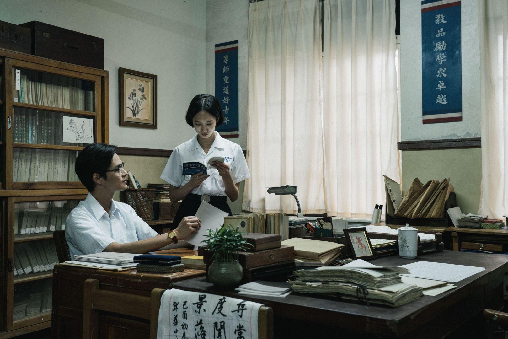夏騰宏(左)與韓寧(右)在影集中分別飾演張老師與方學姊