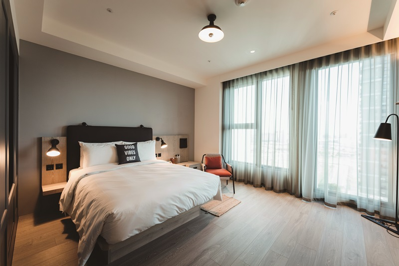 客房簡約舒適設計,講求實用性及效率。 攝影/Ray