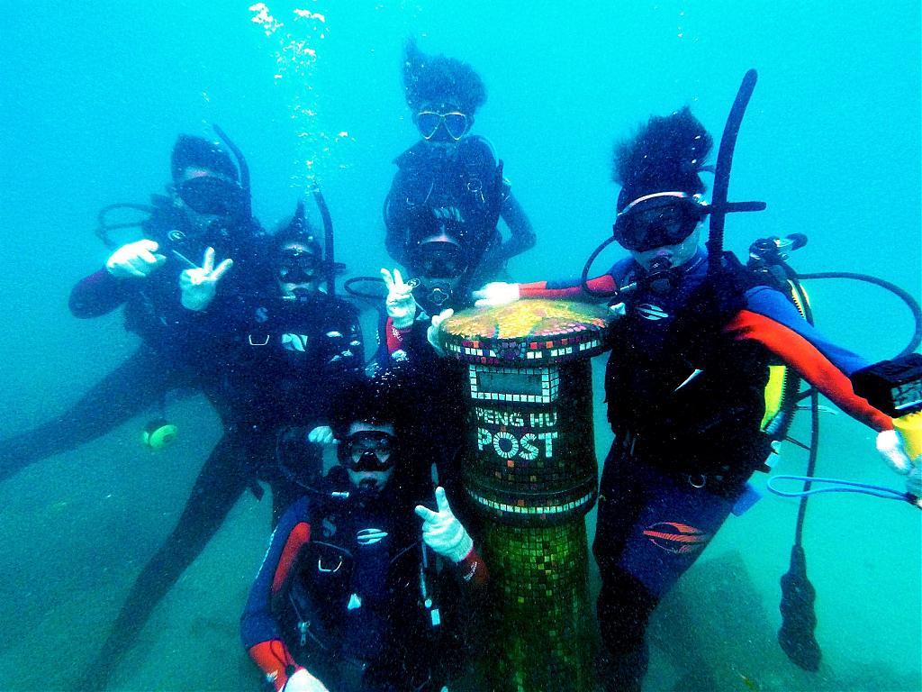 ▲2021中秋連假玩法推薦-體驗潛水郵寄。 (圖/Tripbaa趣吧!自由行專家)