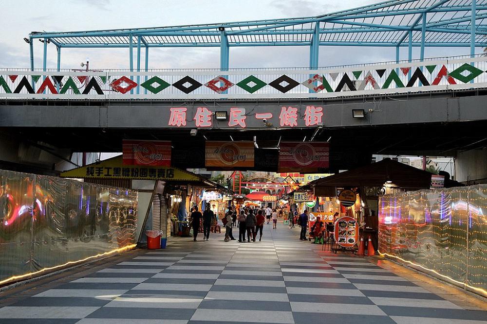 東大門夜市(Photo Credit: 羽諾 諾咪@Flickr, License: CC BY-SA 2.0,圖片來源:https://www.flickr.com/photos/129851880@N07/50366832547)