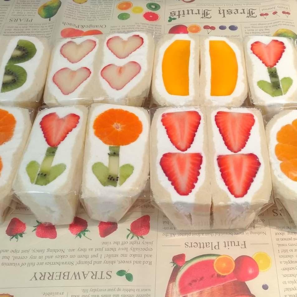 是由正宗的日本老闆製作,香濃的鮮奶油搭著新鮮草莓、鬆軟吐司,光想就口水直流啦!