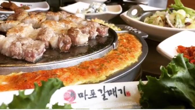 不只秉持著將韓國原味帶給台灣美食愛好者之外,就連韓國鎮店之寶的招牌海鷗肉、豬肉拼盤等多項明星餐點,都一次呈現
