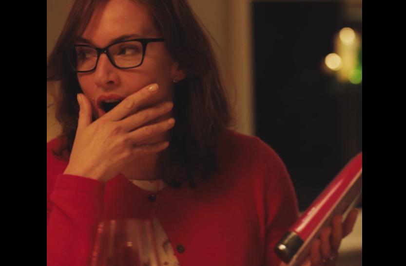 凯特收到按摩棒 害羞胀红脸