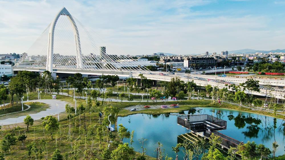 中央公園與科湳愛琴橋(圖片來源:台中市政府建設局)
