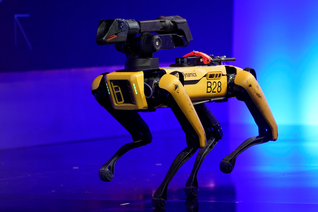 A robot from Boston Dynamics walks around the stage at the WSJTECH live conference in Laguna Beach, California, U.S. October 21, 2019.    REUTERS/ Mike Blake - RC12911C45C0