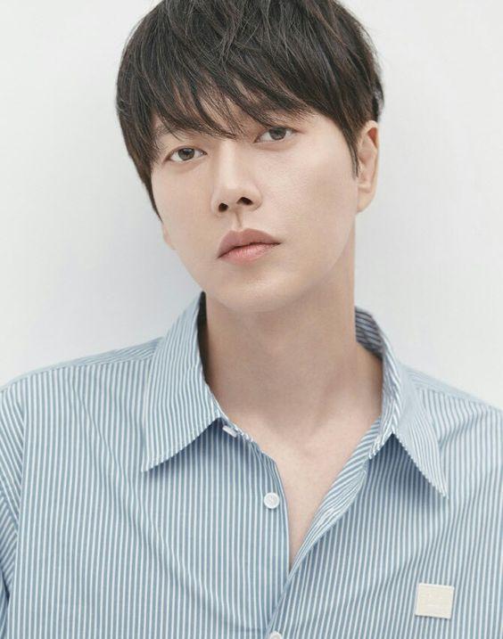 朴海鎮不僅是演員、模特兒更是一位歌手!他熱心於公益及慈善活動,被譽為「行善天使」。