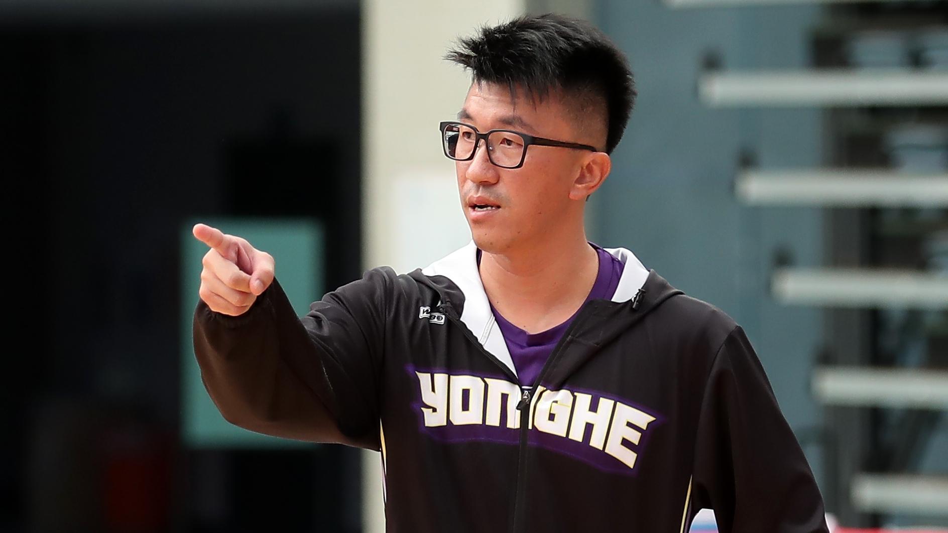 永和國中女籃隊教練吳思源