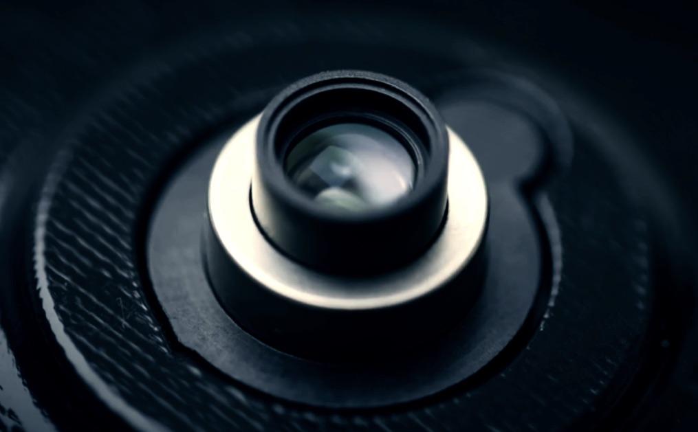 小米展示了自研的伸缩式大光圈镜头方案