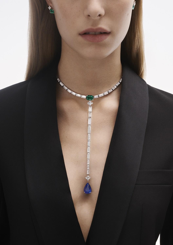 Planète bleue項鍊擁有一套壯麗不凡、極純淨的長方形鑽石。