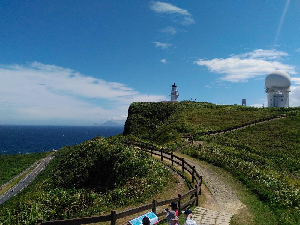 三貂角燈塔觀景步道除了無敵海景外還可觀賞到龜山島(圖片來源:新北市政府漁業及漁港事業管理處)