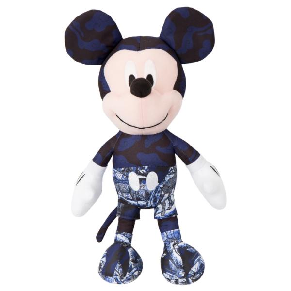 [Disney聯名限量款]瓷花樂園 米奇印花玩偶(藍)-Daniel Wong狂野夜想系列 青花瓷造型服米奇,Daniel Wong謝幕擁抱款。