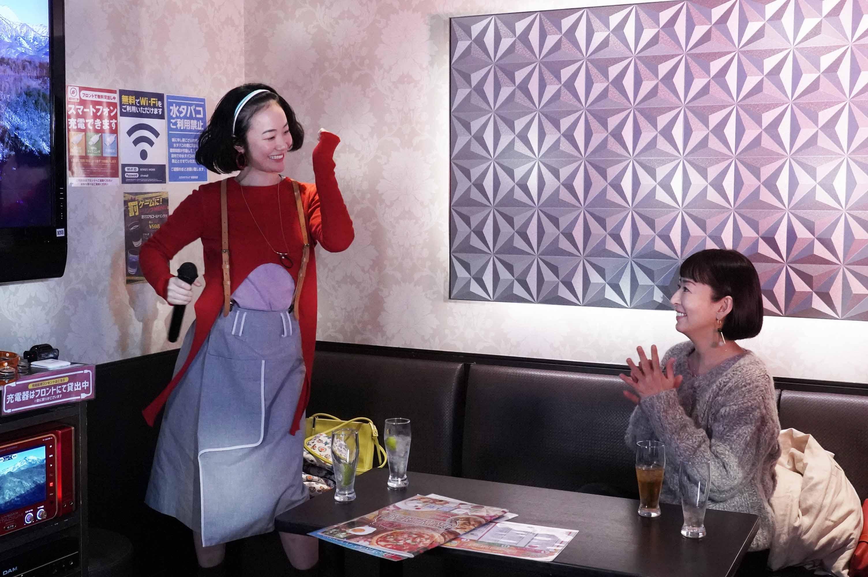 《用甜酒漱口》大九明子表示,自己並沒有向黑木華(左)解釋什麼關於若林這個角色的事情,反而和她說了很多關於佳子的事,因為若林必須是最了解佳子的人