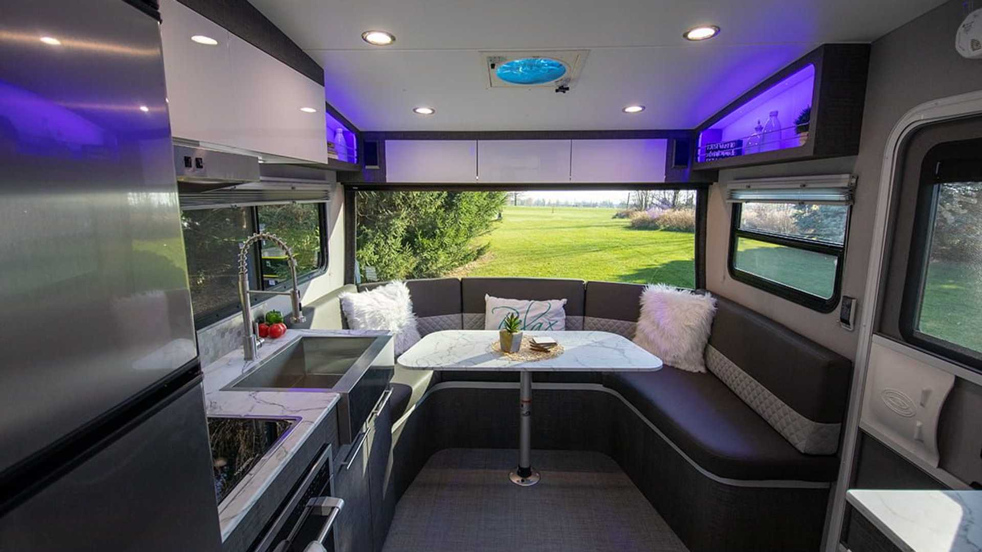 露營也不能省了居住品質─InTech推出豪華車屋「Terra Oasis」