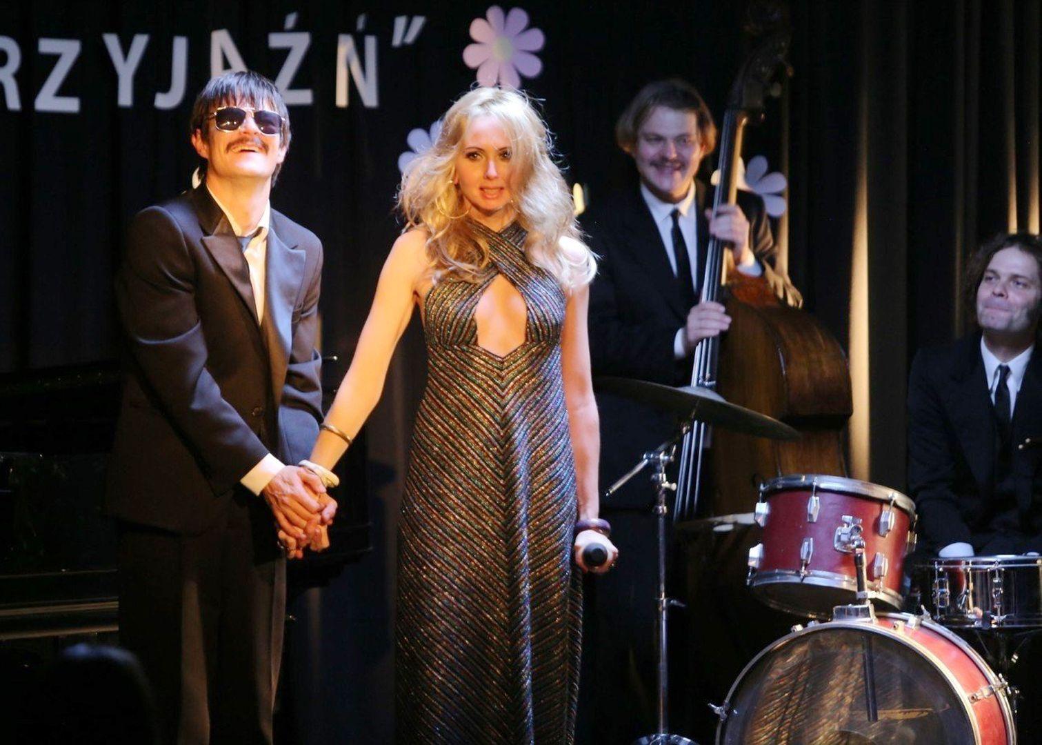 波蘭女星賈絲蒂娜華西萊夫斯卡婭(Justyna Wasilewska)《只有悲傷才是美麗的》與影帝大衛奧格羅尼克(DawidOgrodnik)高唱【月河】浪漫感人,教人回味再三