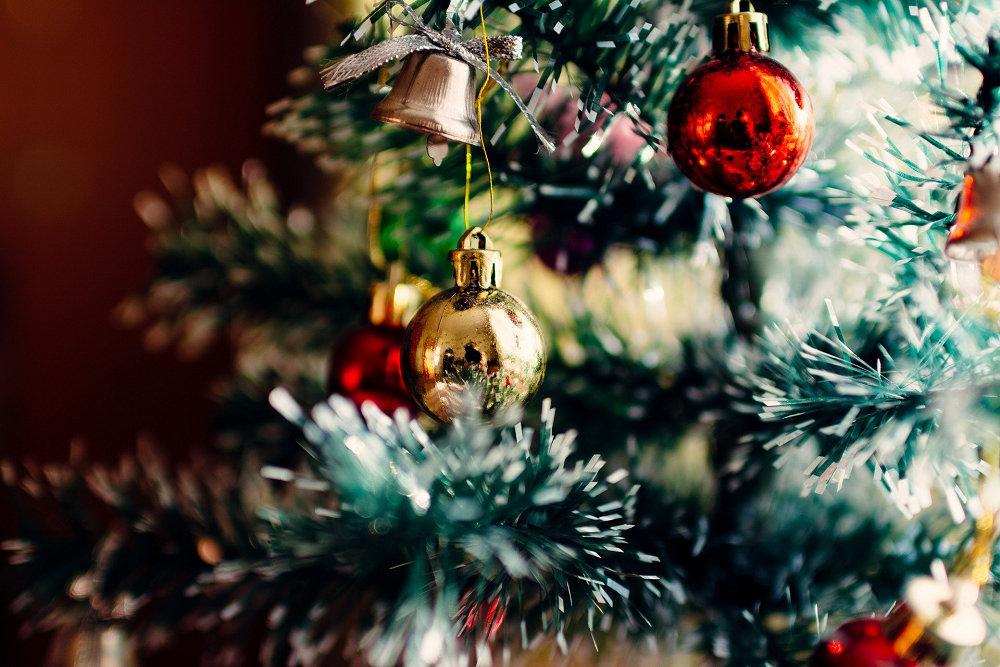 聖誕(Photo Credit: Free-Photos @pixabay.com, License CC0,圖片來源:https://pixabay.com/ja/photos/%E3%82%AF%E3%83%AA%E3%82%B9%E3%83%9E%E3%82%B9-%E3%83%84%E3%83%AA%E3%83%BC-%E8%A3%85%E9%A3%BE%E5%93%81-1149619/)