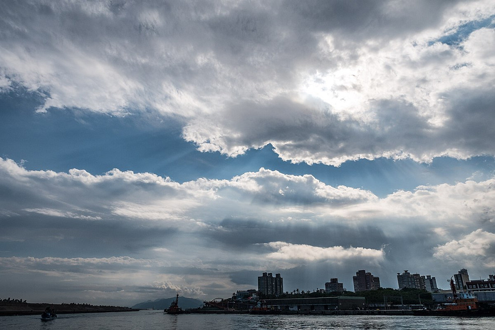花蓮港(Photo via Wikimedia, by billy1125, License: CC BY 2.0,圖片來源:https://commons.wikimedia.org/wiki/File:%E8%8A%B1%E8%93%AE%E6%B8%AF_(32599427621).jpg)